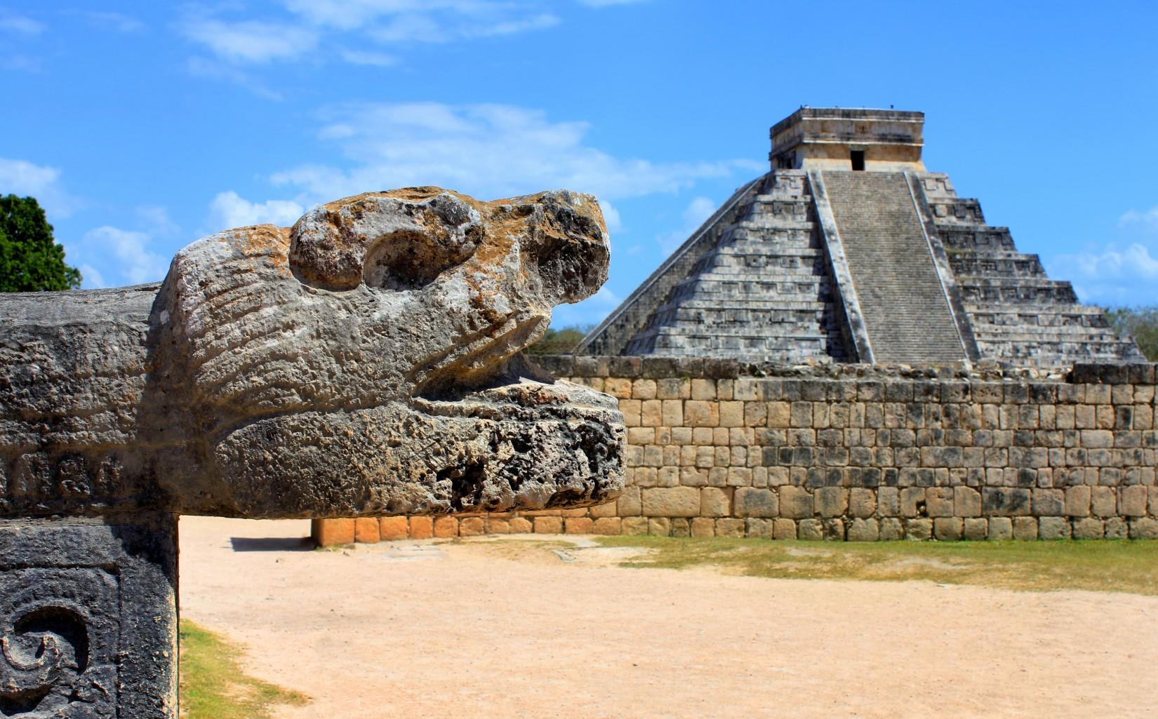 CZK8 Chichen Itza Mayan Ruins