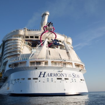 Thumbnail: World's Largest Cruise Ship Arrives In U.S. For The First Time